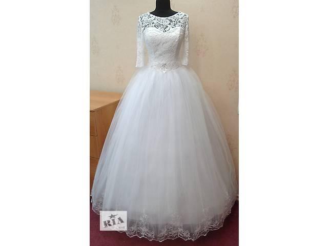 Ніжна біла весільна сукня з рукавами 3 4 і вишивкою f3fdd303c4e55
