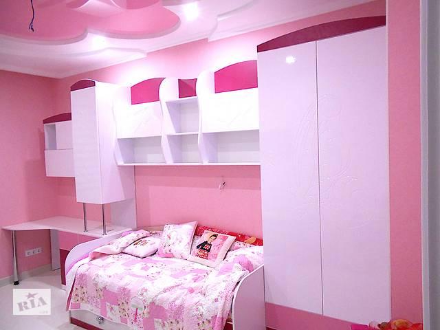 бу Детская кровать со шкафом полками и столом розовый. Комплект детской мебели на заказ в Одессе