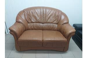 Двухместный кожаный диван из Германии, магазин б / у мебели