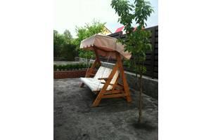 Качели стационарные. Надежная, устойчивая конструкция, Благодаря крыше их можно использовать даже зимой. Изготавлена