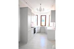Кухня П-образная современная на заказ белая стильная фасады прямые. Изготовление кухонной мебели в Одессе