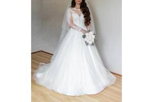 Продается свадебное платье после профессиональной химчистки