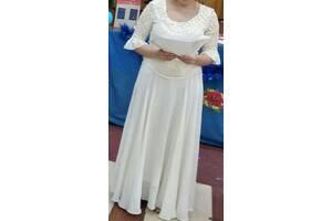 Шикарная свадебная или праздничное платье шампань