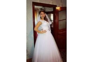 Свадебное платье белого цвета. С химчистки. Размер 42-46.