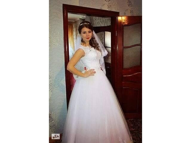 купить бу Свадебное платье белого цвета. С химчистки. Размер 42-46. в Любомле