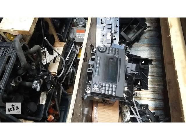 купить бу Б/у 1,2-динова магнитола Volkswagen Crafter Фольксваген Крафтер, Мерседес Спринтер, W906 2006-2012г.г. в Луцке