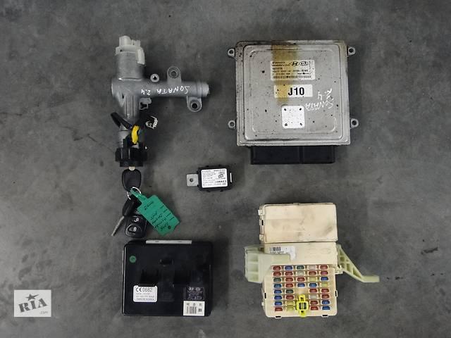 купить бу Б/у блок управління двигуном для легкового авто Hyundai Sonata 2.4 05-08р. 39100-25100 в Львове