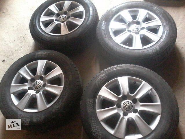 купить бу Б/у диск с шиной для легкового авто Volkswagen T5 (Transporter) в Луцке