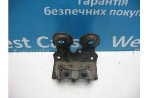 Б/У Кронштейн переднього стабілізатора IS 2005 - 2012 . Вперед за покупками!