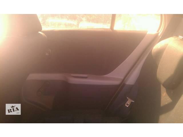 купить бу Б/у карта двери задняя правая  67630-0D400-C0 для хэтчбека Toyota Yaris 2007г в Николаеве