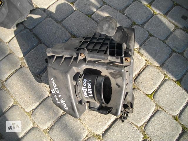 продам Б/у корпус воздушного фильтра для легкового авто Ford Focus 2006 бу в Львове