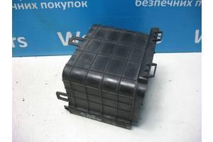 б/в Корпуси під акумулятор Volkswagen Caddy