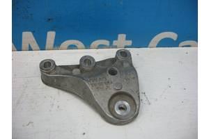 Б/У Кронштейн двигателя правый на 1.4TDi Fabia 2007 - 2014 6R0199185A. Вперед за покупками!