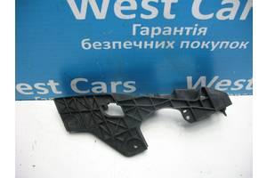 Б/У 2005 - 2012 IS Кронштейн переднього бампера лівий. Вперед за покупками!