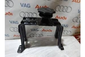 Б/У Кронштейн запаски AUDI A5 S4 A5 S5 8K0802715A