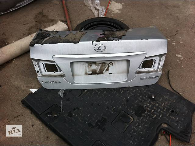 продам Б/у крышка багажника для легкового авто Lexus ES бу в Ровно