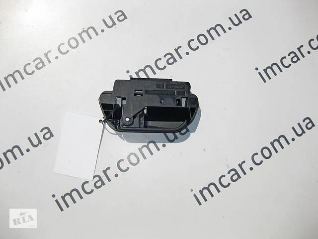 купить бу Б/У Mercedes Левая ручка разблокировки откидной спинки  заднего сидения левая A2059204900 в Николаеве