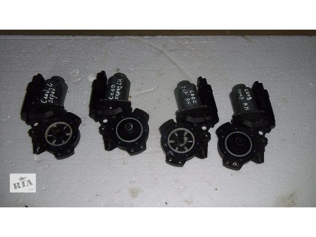 купить бу Б/у моторчик стеклоподьемника перед лівий для легкового авто Kia Ceed 2007 в Коломые