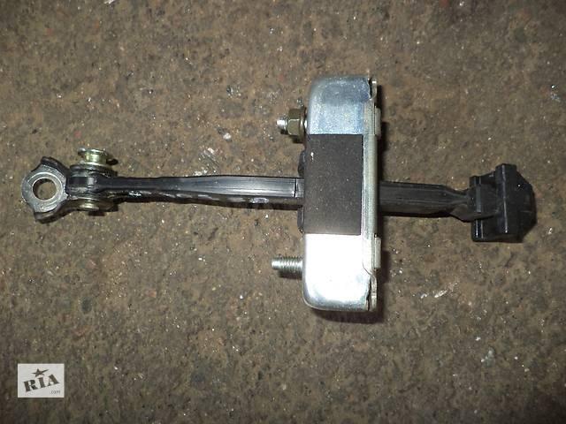 бу Б/у ограничитель двери задний левый 68640-30100 для седана Lexus GS 300 2007г в Николаеве