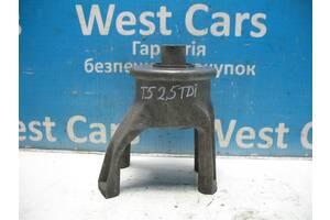 Б / У Подушка двигателя задняя 2. 5TDI МКПП T5 (Transporter) 2003 - 2010 7H0199849AT. Лучшая цена!