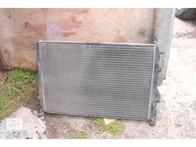 продам Б/у радиатор для легкового авто Dacia Logan бу в Львове