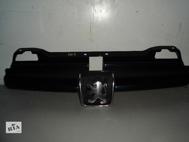 продам Б/у решётка радиатора для легкового авто Peugeot 406. бу в Буче (Киевской обл.)