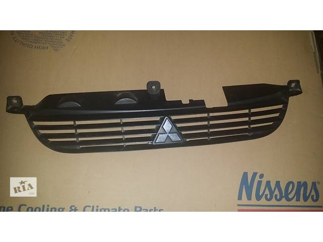 продам Б/у решетка бампера для минивена Mitsubishi Space Star бу в Ровно