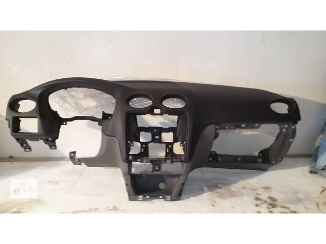 купить бу Б/у торпедо/накладка для универсала Ford Focus восстановленная в Чернигове