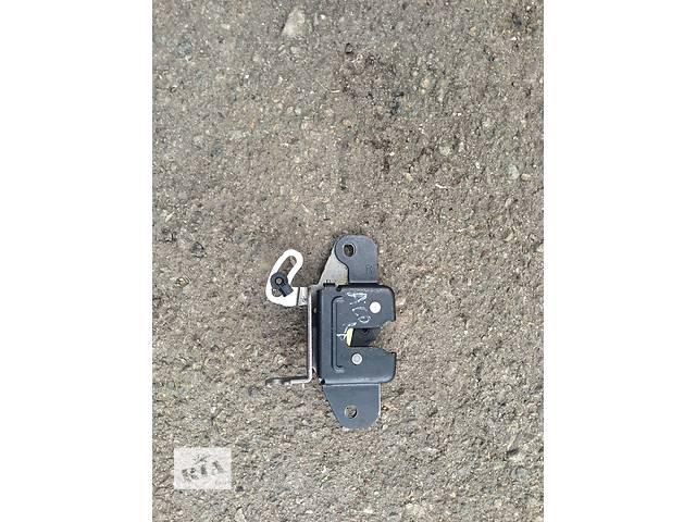 продам Б/у замок багажника бу в Киеве