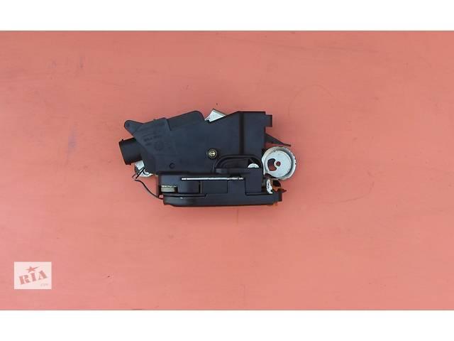 продам Б/у замок крышки багажника, ляды Mercedes Vito (Viano) Мерседес Вито (Виано) V639 (109, 111, 115, 120) бу в Ровно