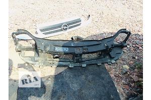 б/у Кронштейны крепления радиатора Opel Vivaro груз.