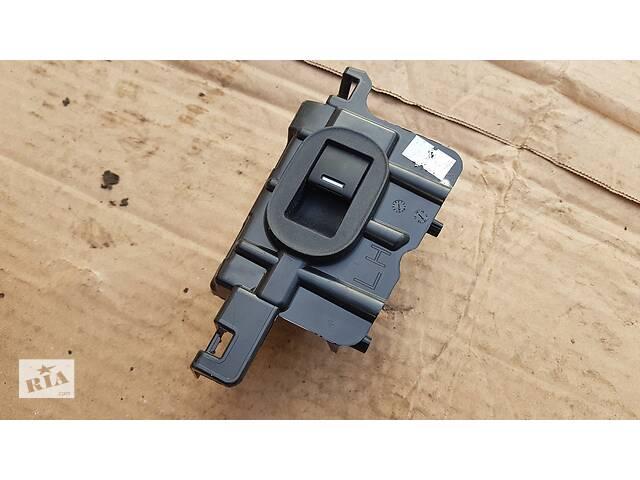 купить бу Блок управления стеклоподъемником задней левой двери Honda HR-V 2015р- 35780-T7S-G01 в Львове