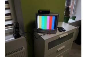 Телевизор Sharp, тюнер Т2, активная антенна с усилителем.