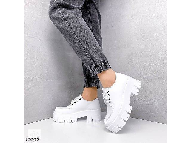 Белые кожаные женские туфли на платформе 36,38,39р- объявление о продаже  в Ровно