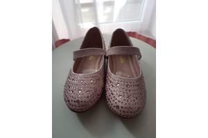 Нарядные туфли для девочки со стразами. 26 размер.