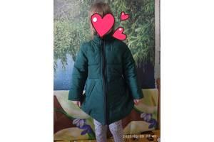 Продам деми курточку для девочки на рост 110см