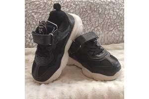 Продам демисезонные кроссовки на мальчика