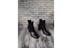 Женские кожаные ботинки 00638