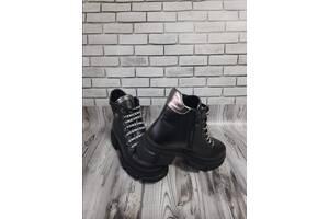 Женские кожаные ботинки 00644