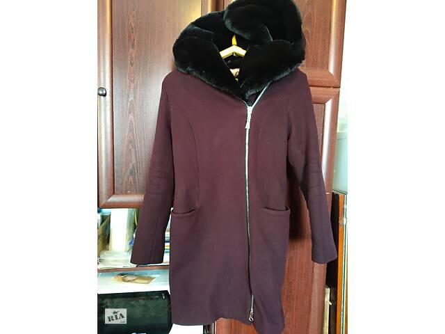 Жіноче тепле зимове пальто в ідеальному стані