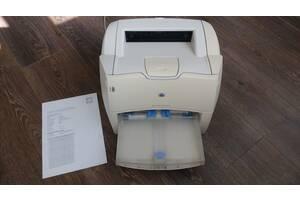 Лазерный принтер HP LaserJet 1200. Картридж, кабели в комплекте.