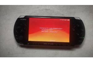 Приставка Sony PSP 3002 + 2 чехли + зарядка + 4 гб память