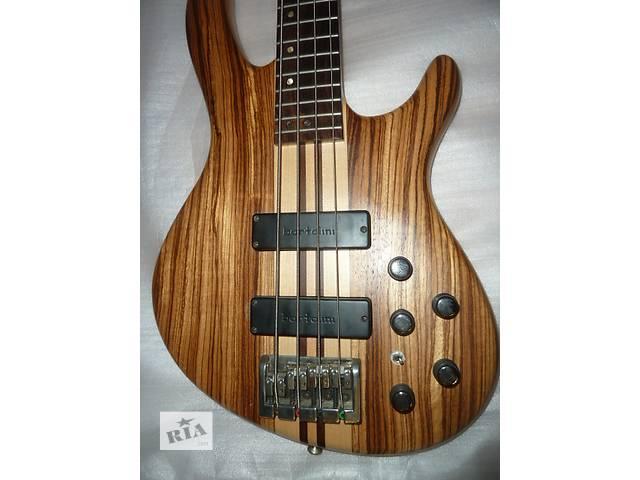 Cort A4 Бас-гитара- объявление о продаже  в Донецке