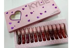 Макияжи губ Kylie