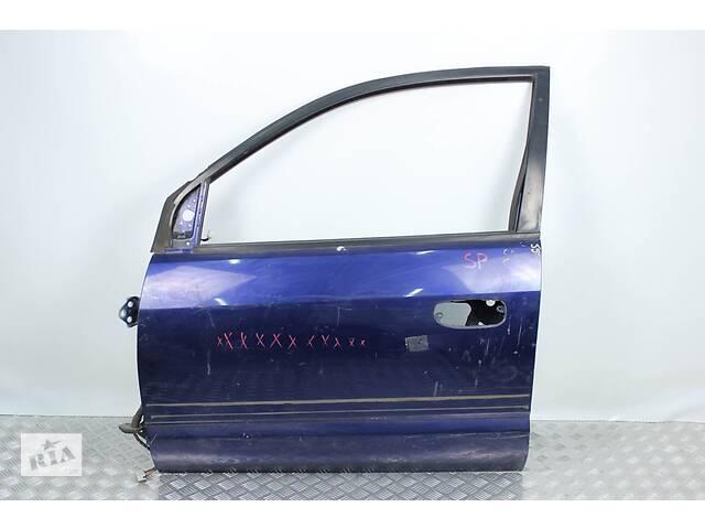 купить бу Дверь передняя левая Mitsubishi Space Star 1998-2005 MR954409 (860) 1 Красная, 2 фиолетавая, 1 белая, 2 черная, 2 голубо в Киеве