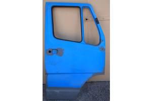 Двері передні праві на мерседес 207-410 з 1980-1994рв на мерседес 308 ціна 1700гр за праві або ліві двері низ новий