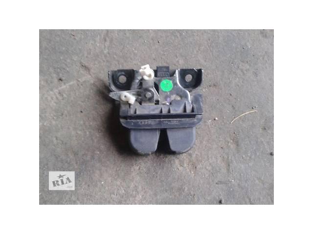 купить бу Двери/багажник и компоненты Замок крышки багажника Легковой Audi A6 Avant в Запорожье