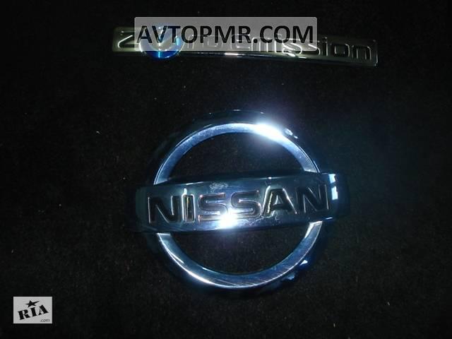 купить бу Эмблема значок Nissan двери багажника Nissan Leaf 11-17 90890-3NA0A разборка Алето Авто запчасти Ниссан Лиф в Киеве