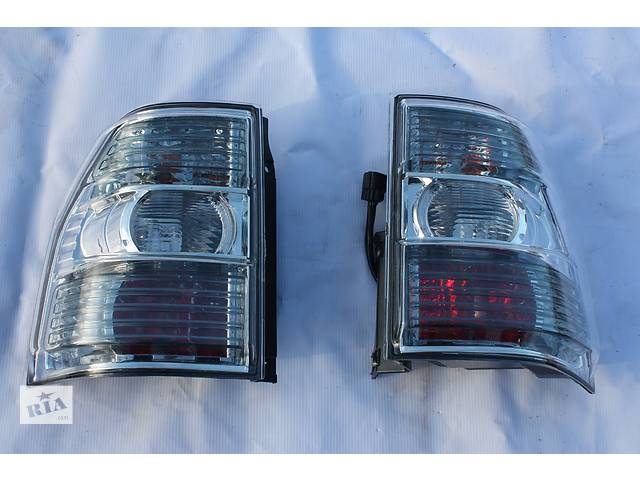 купить бу Фонарь стоп правый R Mitsubishi Pajero Wagon 4 8330A296 8330A354 в Луцке
