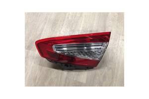 Фонар задній правий внутрішній Форд Мондео 2010-2015 32D1884T